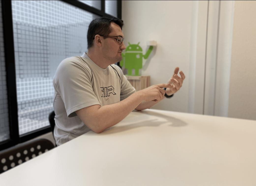 Un test sur un site web adaptatif sur l'Invisible de Xiaomi afin de chasser les bugs graphiques.